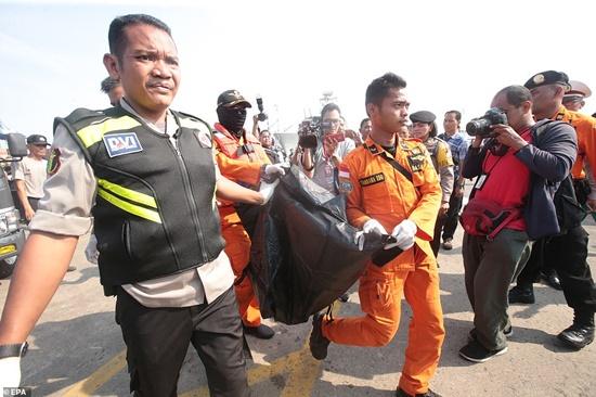 Vụ máy bay Lion Air chở 189 người rơi xuống biển: Đã vớt được 6 thi thể đầu tiên - Ảnh 1
