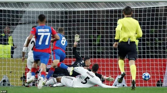Kết quả Champions League rạng sáng ngày 3/10: Real thua sốc, M.U chia điểm trên sân nhà - Ảnh 1