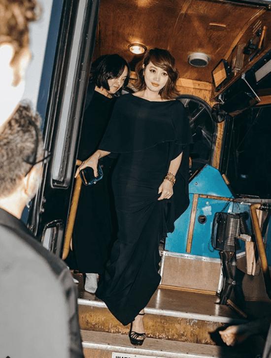 """16 lần sao Hàn """"khuynh đảo"""" tuần lễ thời trang châu Âu với vẻ ngoài đầy thu hút - Ảnh 19"""