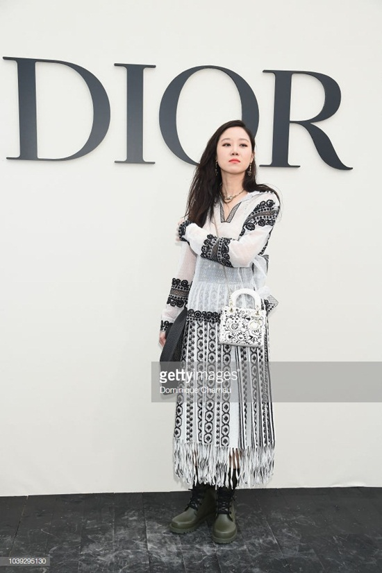 """16 lần sao Hàn """"khuynh đảo"""" tuần lễ thời trang châu Âu với vẻ ngoài đầy thu hút - Ảnh 18"""
