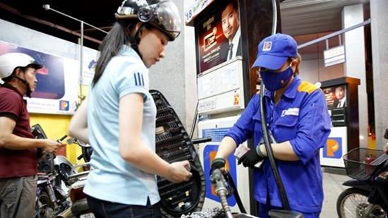 Chiều nay (6/10), xăng A95 tăng giá gần 600 đồng/lít, cao nhất từ đầu năm - Ảnh 1