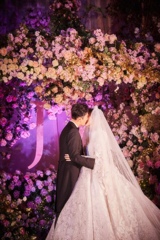 La Tấn - Đường Yên chính thức tiết lộ ảnh đám cưới phủ đầy hoa như cổ tích - Ảnh 7