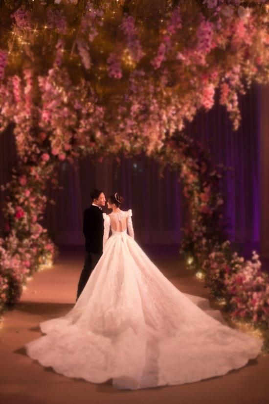 La Tấn - Đường Yên chính thức tiết lộ ảnh đám cưới phủ đầy hoa như cổ tích - Ảnh 5