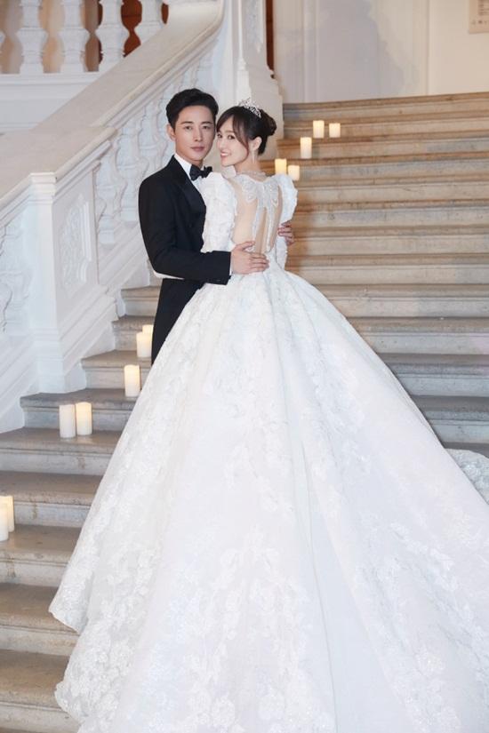 La Tấn - Đường Yên chính thức tiết lộ ảnh đám cưới phủ đầy hoa như cổ tích - Ảnh 1