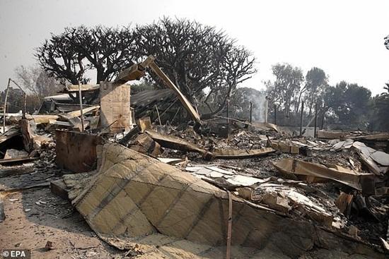 Loạt biệt thự triệu đô xa hoa của sao Hollywood hóa đống tro tàn sau vụ cháy ở bang California - Ảnh 4