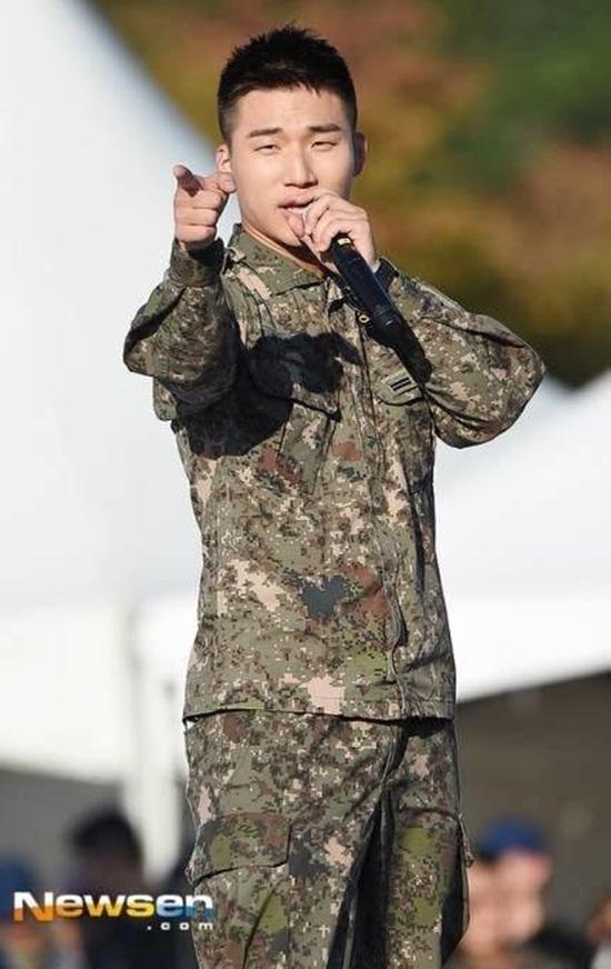 Lee Min Ho, G-Dragon và loạt nam thần xứ Hàn xuất ngũ trong năm 2019 - Ảnh 12