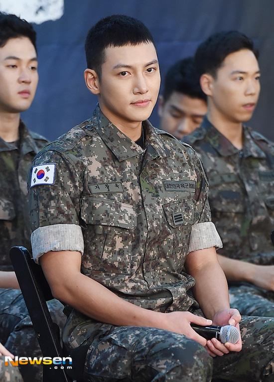 Lee Min Ho, G-Dragon và loạt nam thần xứ Hàn xuất ngũ trong năm 2019 - Ảnh 6