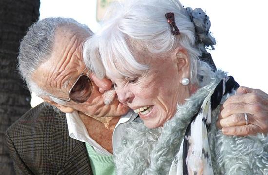 """""""Ông trùm Marvel"""" Stan Lee và cuộc hôn nhân đẹp như tiểu thuyết kéo dài 7 thập kỷ - Ảnh 7"""