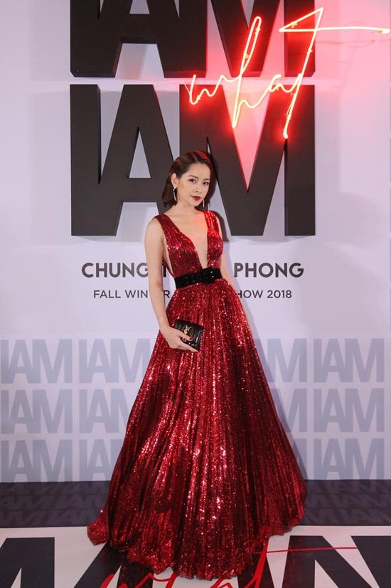 Mai Phương rạng rỡ trên thảm đỏ, đọ sắc cùng dàn mỹ nhân Việt - Ảnh 4