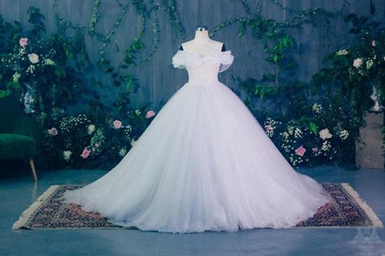 Cận cảnh váy cưới đính 10.000 viên pha lê của Á hậu Thanh Tú - Ảnh 4