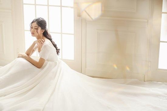 Cận cảnh váy cưới đính 10.000 viên pha lê của Á hậu Thanh Tú - Ảnh 6