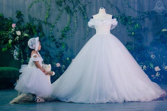 Cận cảnh váy cưới đính 10.000 viên pha lê của Á hậu Thanh Tú - Ảnh 5