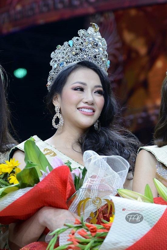 Những lùm xùm không ngớt của Hoa hậu Trái Đất Phương Khánh - Ảnh 1