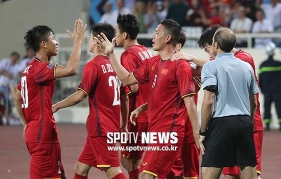 """Dân mạng Hàn Quốc """"sốt xình xịch"""" vì Việt Nam vô địch AFF Cup 2018 - Ảnh 1"""