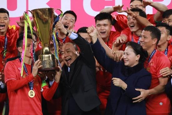Cận cảnh phút đăng quang AFF Cup 2018 vỡ òa cảm xúc của ĐT Việt Nam - Ảnh 1