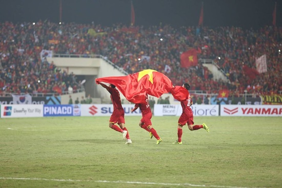 Cận cảnh phút đăng quang AFF Cup 2018 vỡ òa cảm xúc của ĐT Việt Nam - Ảnh 9