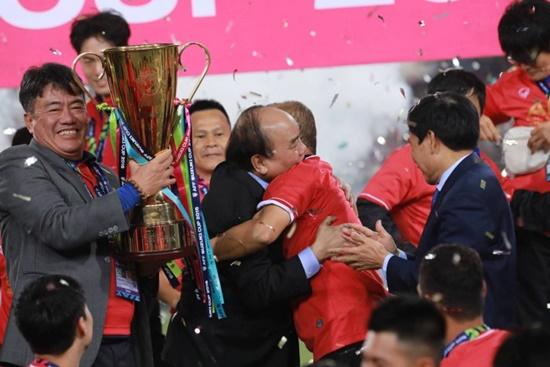 Cận cảnh phút đăng quang AFF Cup 2018 vỡ òa cảm xúc của ĐT Việt Nam - Ảnh 2