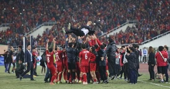 Cận cảnh phút đăng quang AFF Cup 2018 vỡ òa cảm xúc của ĐT Việt Nam - Ảnh 7