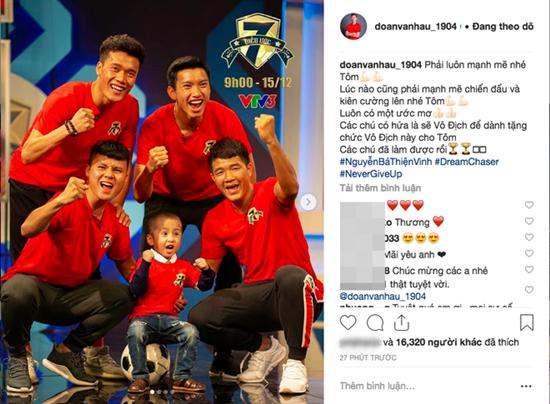 Status xúc động nhất sau khi Việt Nam vô địch của Quang Hải, Văn Hậu gửi tới cậu bé 4 tuổi bị ung thư - Ảnh 1