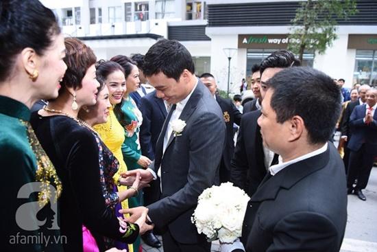 """Dàn siêu xe """"gây choáng"""" trong lễ rước dâu của Á hậu Thanh Tú - Ảnh 4"""