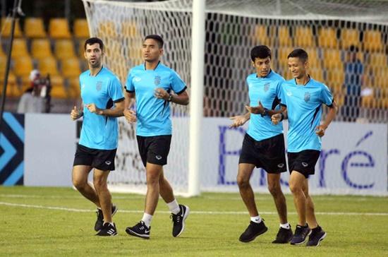 Trọng tài Qatar bắt chính trận bán kết AFF Cup Việt Nam - Philippines - Ảnh 1