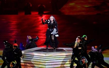 Clip: Màn trình diễn lịch sử của EXO và CL tại lễ bế mạc Olympic 2018 - Ảnh 2