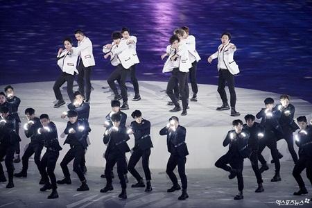 Clip: Màn trình diễn lịch sử của EXO và CL tại lễ bế mạc Olympic 2018 - Ảnh 6