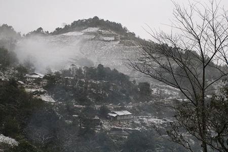 Nhiệt độ giảm sâu, tuyết lại phủ trắng đèo Ô Quý Hồ, Sa Pa - Ảnh 4