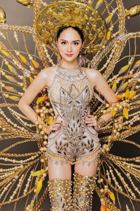 Clip: Trang phục dân tộc quá nổi bật, Hương Giang chiếm vị trí trung tâm - Ảnh 3