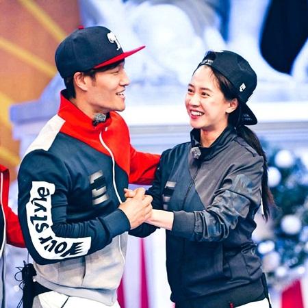Song Ji Hyo chia sẻ về chuyện hẹn hò với Kim Joong Kook - Ảnh 2