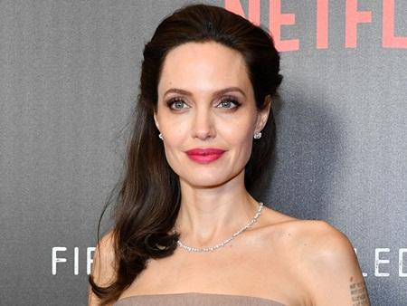 Angelina Jolie có tình mới sau khi chia tay Brad Pitt? - Ảnh 1