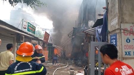 Hà Nội: Cháy lớn ở chợ Quang, tiểu thương phá tường thoát ra - Ảnh 2