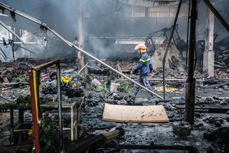 Chợ Quang tan hoang sau vụ cháy, tiểu thương khóc ròng vì trắng tay - Ảnh 3