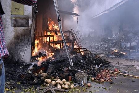 Chợ Quang tan hoang sau vụ cháy, tiểu thương khóc ròng vì trắng tay - Ảnh 7