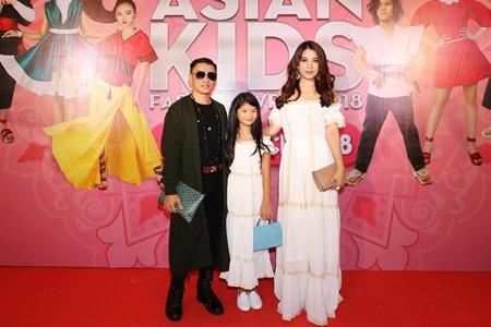 Con của Bình Minh, Trương Ngọc Ánh tự tin cùng bố, mẹ dự sự kiện - Ảnh 1