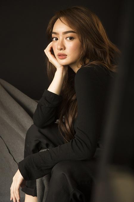"""Mỹ nhân """"Em chưa 18"""" Kaity Nguyễn xinh đẹp gợi cảm mừng tuổi mới - Ảnh 2"""