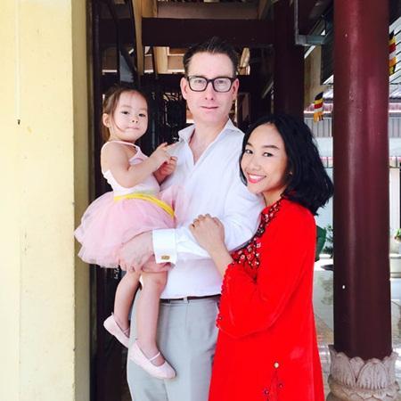 Cuộc sống viên mãn của sao Việt lấy chồng Tây - Ảnh 3