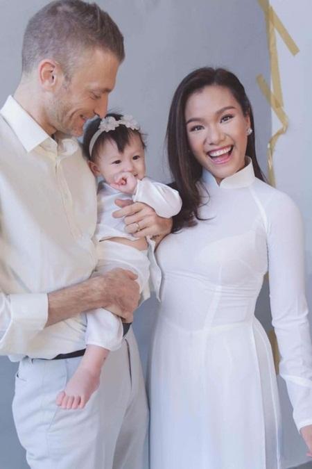Cuộc sống viên mãn của sao Việt lấy chồng Tây - Ảnh 4