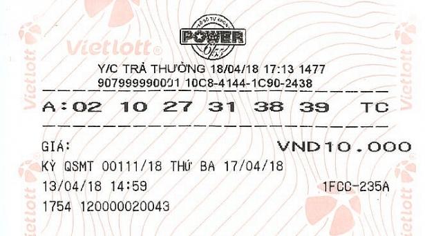 """Nữ khách hàng diện đồ """"kín mít"""" tới nhận giải Vietlott 67 tỷ - Ảnh 2"""