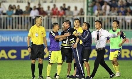 CLB Hà Nội nhận án phạt nặng trước trận đối đầu với HAGL tại Hàng Đẫy - Ảnh 1