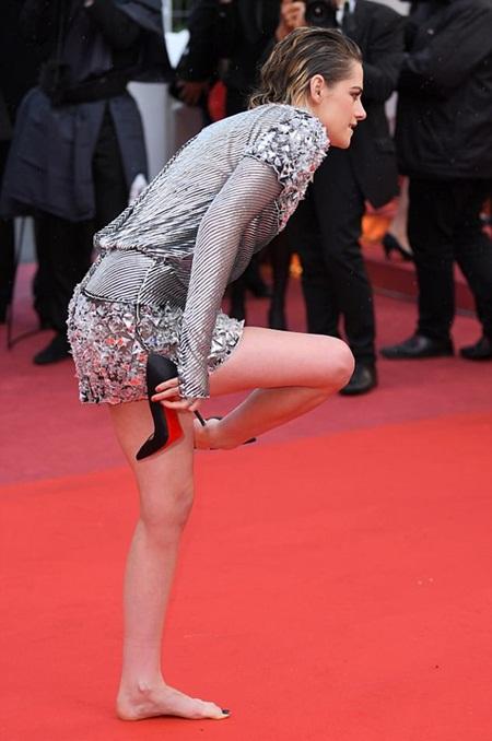 Chẳng cần váy áo lộng lẫy, Kristen Stewart vẫn là tâm điểm thảm đỏ Cannes vì điều này! - Ảnh 3