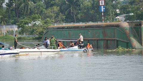 Nguyên nhân ban đầu vụ chìm sà lan trên sông Đồng Nai - Ảnh 1
