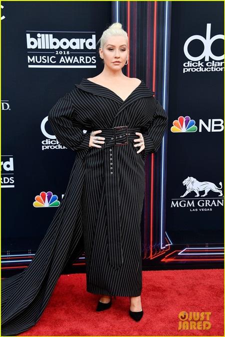 Taylor Swift tái xuất thảm đỏ Billboard Music Awards, chụp hình thân mật cùng BTS - Ảnh 7