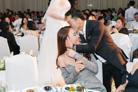 Cường Đô la tình tứ hôn Đàm Thu Trang trong tiệc cưới Diệp Lâm Anh - Ảnh 2