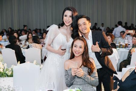 Cường Đô la tình tứ hôn Đàm Thu Trang trong tiệc cưới Diệp Lâm Anh - Ảnh 3