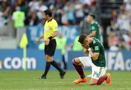 World Cup 2018: Chicharito khóc nức nở trên sân sau khi thắng Đức - Ảnh 2