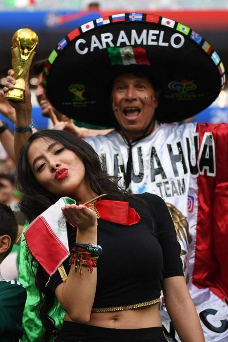 """Fan nữ Mexico """"hâm nóng"""" chiến thắng tại World Cup 2018 bằng những đường cong hút mắt - Ảnh 2"""