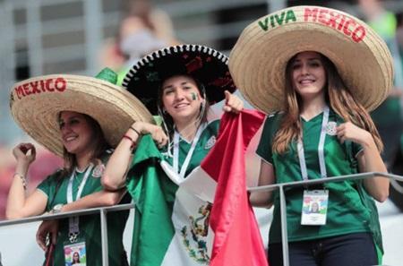 """Fan nữ Mexico """"hâm nóng"""" chiến thắng tại World Cup 2018 bằng những đường cong hút mắt - Ảnh 1"""