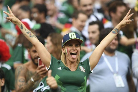 """Fan nữ Mexico """"hâm nóng"""" chiến thắng tại World Cup 2018 bằng những đường cong hút mắt - Ảnh 5"""