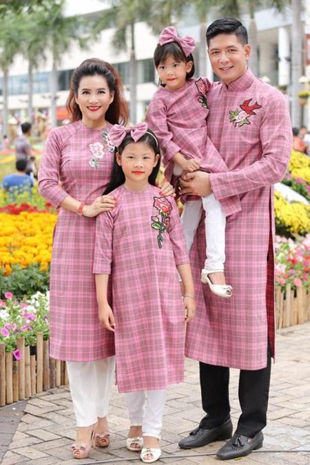 """Vợ đại gia của Bình Minh tiết lộ """"chiêu"""" giữ gia đình trước sóng gió - Ảnh 1"""